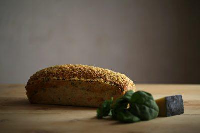 pan de espinaca con queso-parmesano