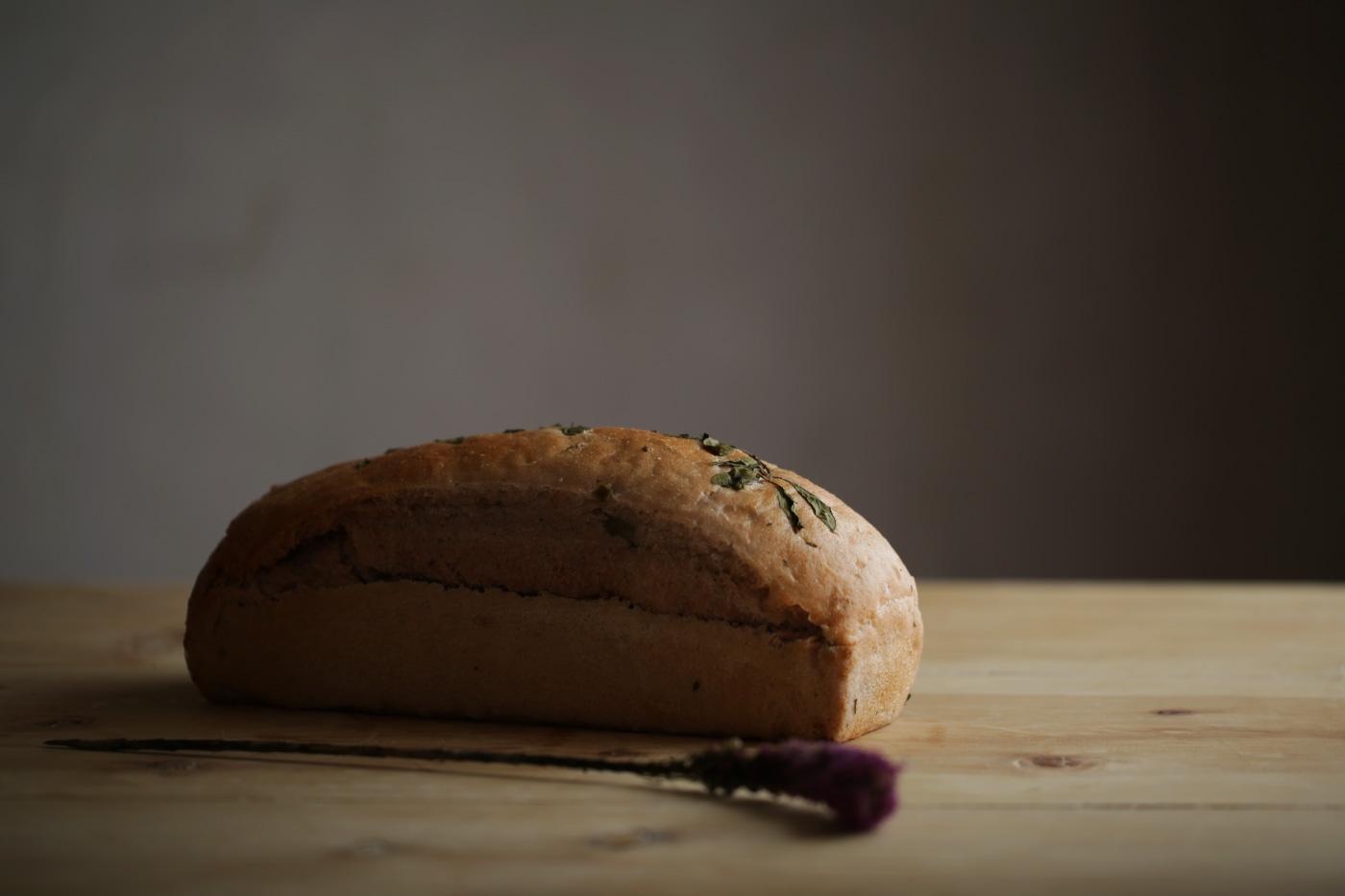 pan de vino tinto con aceituna-negra